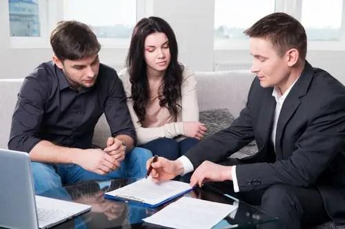 Oscar Arrieta agente de seguros pareja propietarios de viviendas el paso tx
