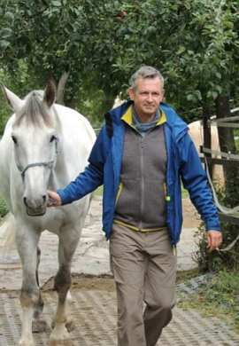 Führen mit Pferd: Coach Thomas Schirmer mit Silverado