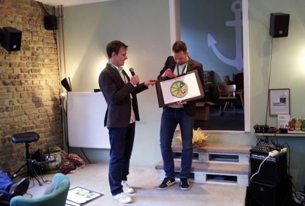 Daniel Schütt und Stefan Peukert präsentieren karista beim personalmarketing2.0-Slam im Heimathafen Wiesbaden