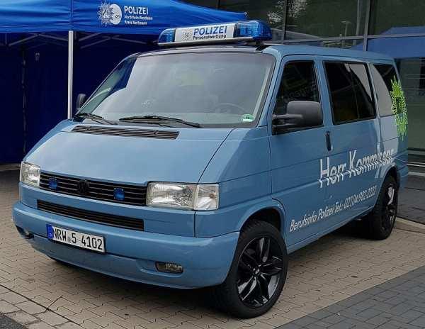 """""""Herr Kommissar"""" - Dienstfarhzeug von Herrn Harms als rollende Personalwerbung"""