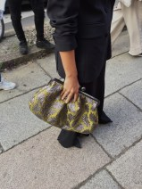 сумка в виде косметички разных размеров и различных материалов бренда Макс Мара .