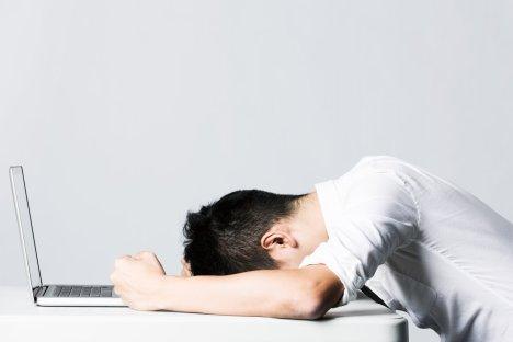 väsynyt mies