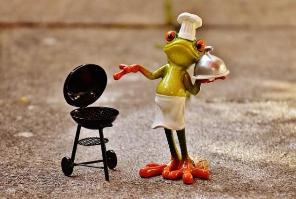 Met asperges gevulde rosbief rolletjes van de BBQ