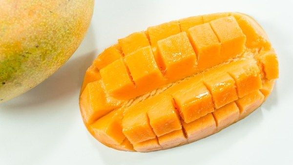 Mango rolletjes gevuld met paneer (Indiase kaas)