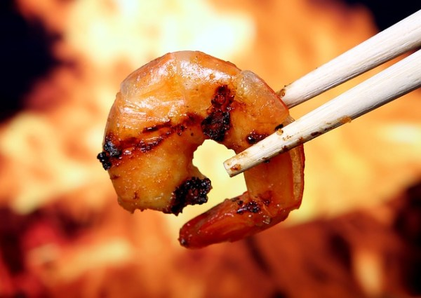 BBQ-pakketje met courgette en garnalen