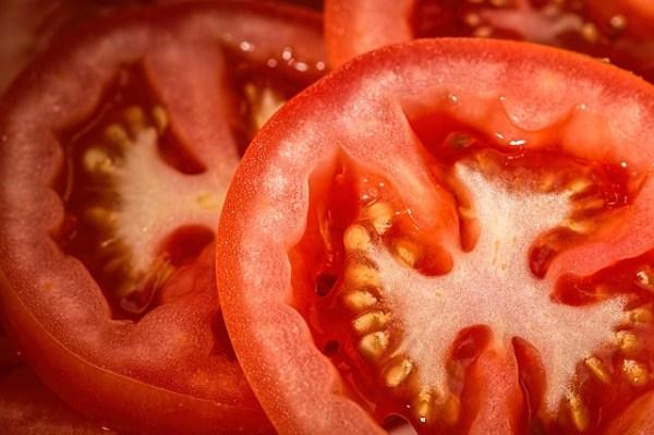 Ovenschotel met boerenkool en tomaten