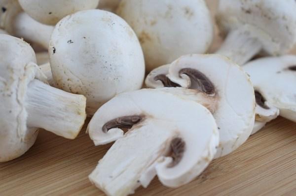 Koolraap tagliatelle met peultjes en champignons