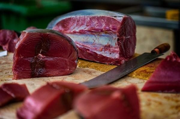 Stoofpotje met paprika, champignons en tonijn