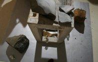 basamento in legno per... opera in pietra
