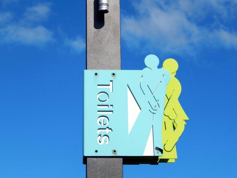 I bagni pubblici, con la solita dose di ironia neozelandese