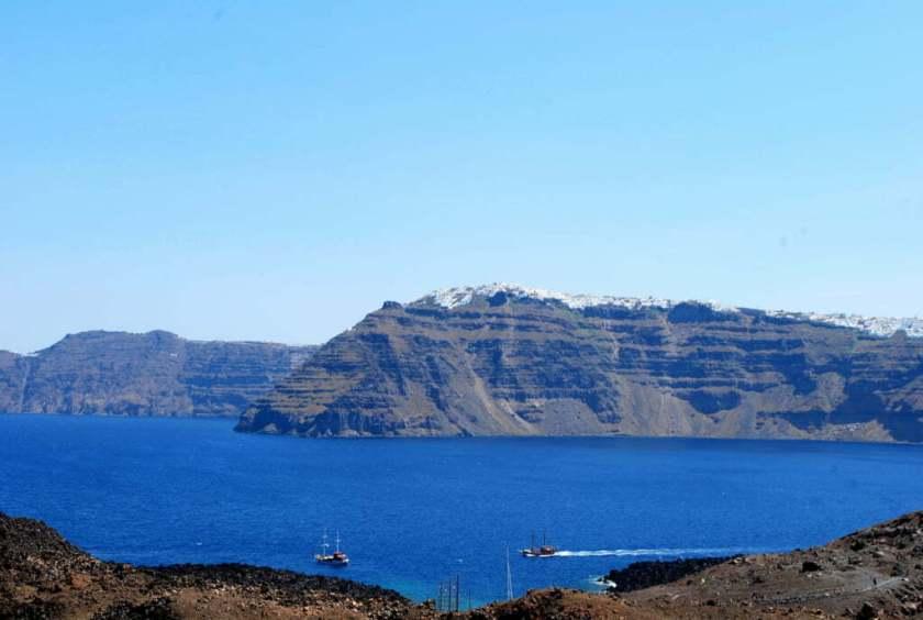 Santorini vista dal centro della Caldera