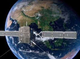 Solar Orbiter con las antenas desplegadas (foto ESA)