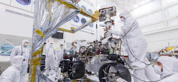 Foto NASA: rover de Mars 2020 en proceso de integración
