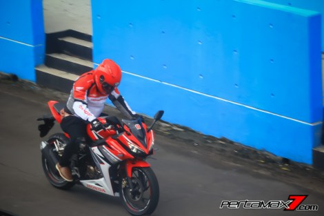 gallery All New Honda CBR150R 2016 pas di geber di sentul