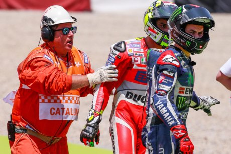 Andrea Iannone VS Lorenzo Crash MotoGP Catalunya Spain 2016 pertamax7.com
