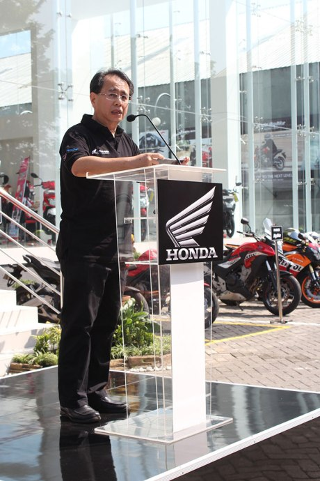 Sigit Kumala, Chief Executive Astra Motor memberikan sambutan dalam Grand Opening Honda Big Wing Showroom Astra Motor Center Yogyakarta.