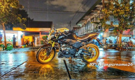 Modifikasi All New Honda CB150R Streetfire Hitam Upside Down Velg Emas 6 Pertamax7.com