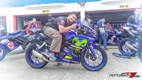 Yamaha All New R15 Livery Movistar MotoGP 2017_