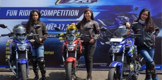 Tiga lady bikers dari kiri ke kanan (Dhiaz, Risma, Anisa) riding All New Vixion R di victory lap Yamaha Sunday Race seri 3