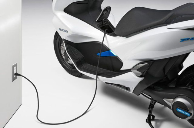 Charger Honda PCX Electric TMS 2017