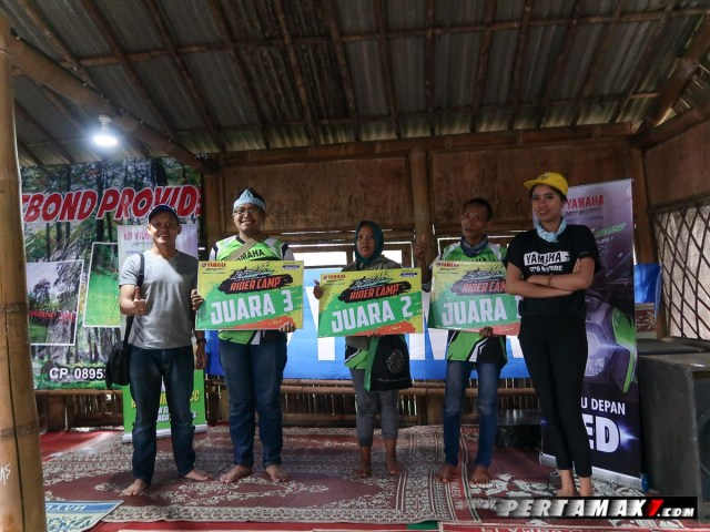 awarding Rider Camp Yamaha All New X-Ride 125 di Air Terjun Irenggolo Kediri 2 p7