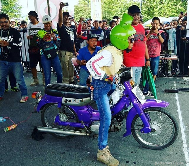 Unik Helm Model gas LPG Hijau 3 KG Tabung Gas LPG