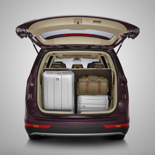 Rear Bagage space Wuling Cortez Indonesia p7