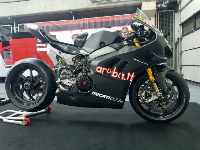 Chaz Davies Ducati Panigale V4 R WSBK 2019 Test Right