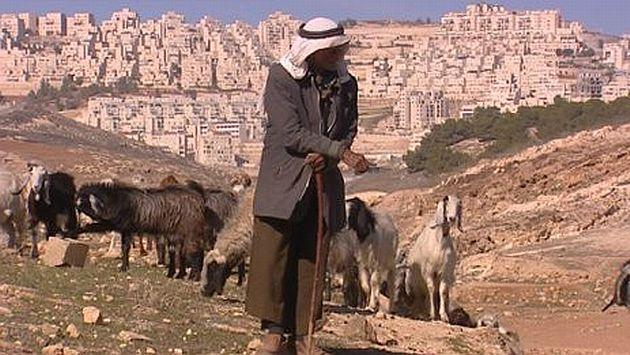 Los pastores ya no encuentran agua ni alimento para sus animales. (BBC)