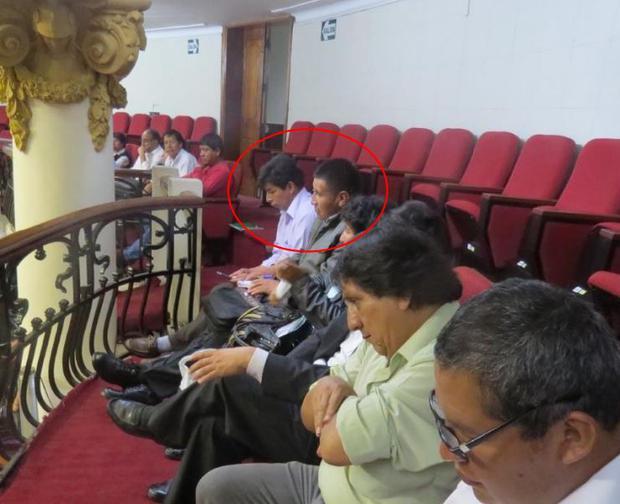 Castillo con Lucio Ccallo quien se desempeñó como secretario general del Movadef en Puno. En 2012, firmó un pronunciamiento a favor del Movadef cuando el JNE le negó la inscripción en el Registro de Organizaciones Políticas.