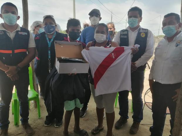 Premian a menor que ganó maratón descalzo en Tumbes. Foto: Gobierno Regional de Tumbes