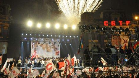 Los fuegos artificiales no faltaron en el mitin de cierre de campaña. (Foto: Andina)