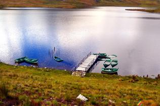 Botes en la Laguna de Huachucocha
