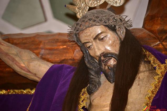 Fieles rezan al Señor de Pomallucay