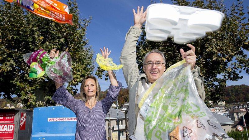 L'association citoyenne «Peseux en mieux» veut créer le buzz. Les Subiéreux sont invités à apporter leurs déchets en plastique à un écopoint, durant trois matinées. De quoi créer une prise de conscience des citoyens et des politiques? (Photo: Murielle Antille)