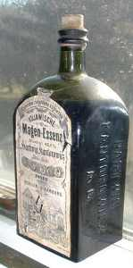 Kujawische_Magen-Essenz,_bottle,_front_view