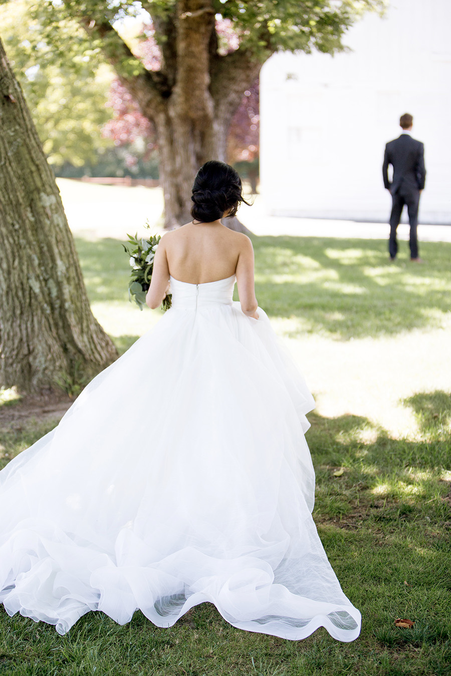 bride walking toward dairy barn at eagle manor