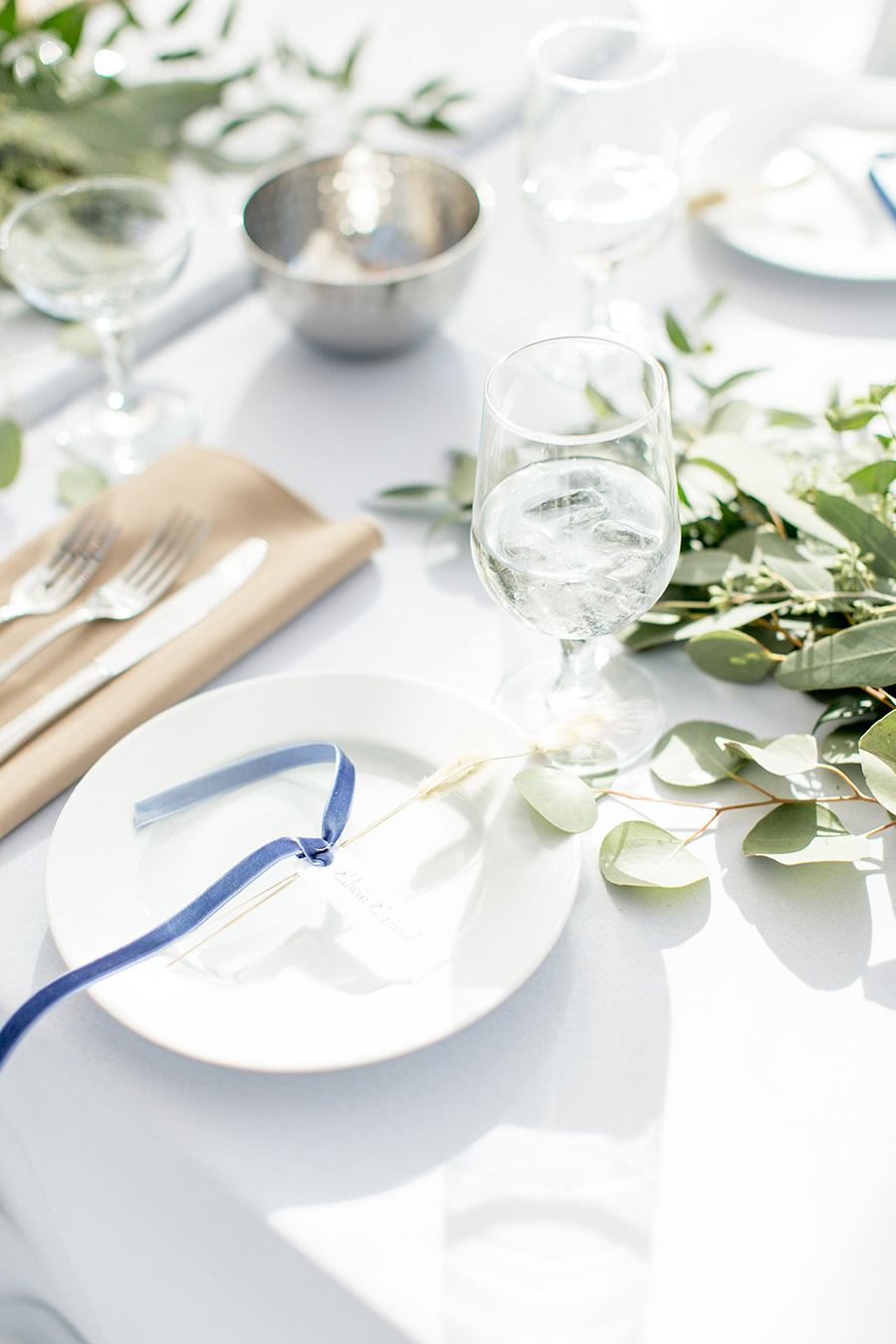 minimalist wedding centerpieces