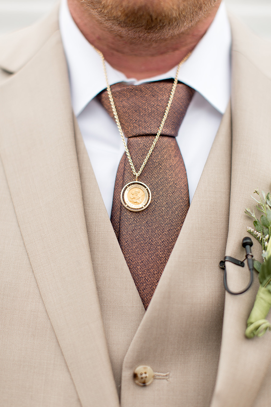 Groom wearing a memorial necklace made from his fathers wedding band