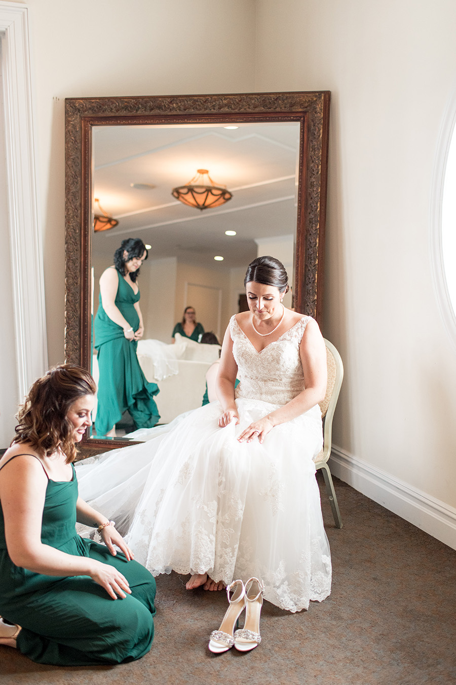 bride getting her shoes on