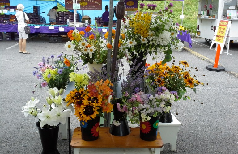 picture of seasonal flowers at the farmer's market