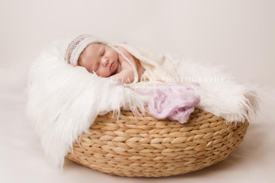 Award Winning Newborn baby photographer in Hobart