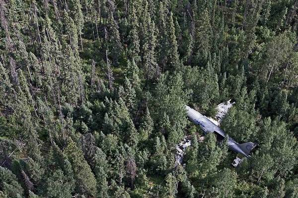 Photographer Travels the World Taking Pictures of Abandoned Airplane Wrecks airplane8
