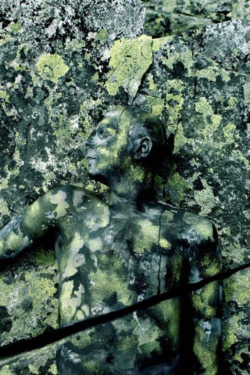 Photos of Human Chameleons Blending Into Scenes Thanks to Body Paint bodypaint 10
