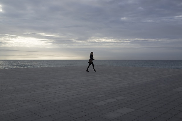 Minimalist Photos of Overcast Sunrises Over the Barcelona Sea grey11