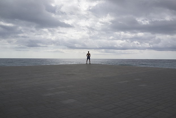 Minimalist Photos of Overcast Sunrises Over the Barcelona Sea grey12
