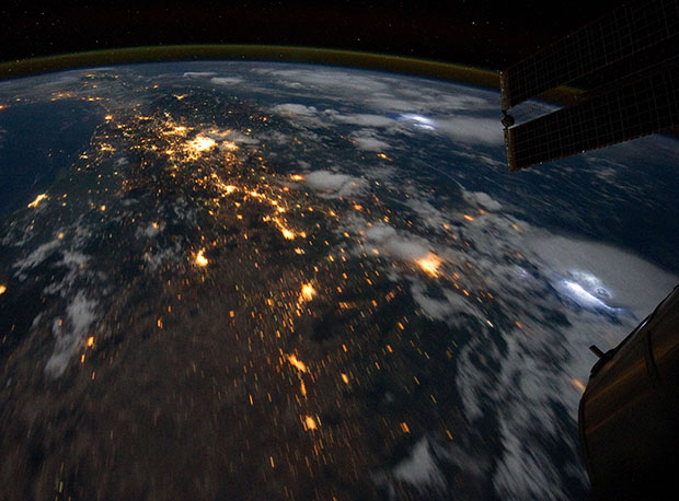 Lightning Storms Photographed From High Above in Space lightning3