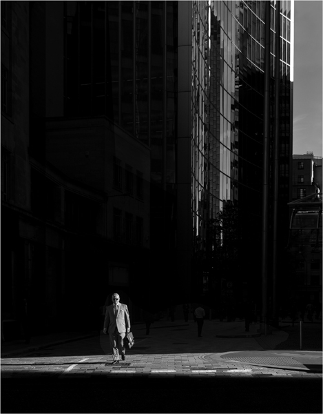 Photographer Uses Light and Shadows to Frame Human Forms in the City manonearth 1