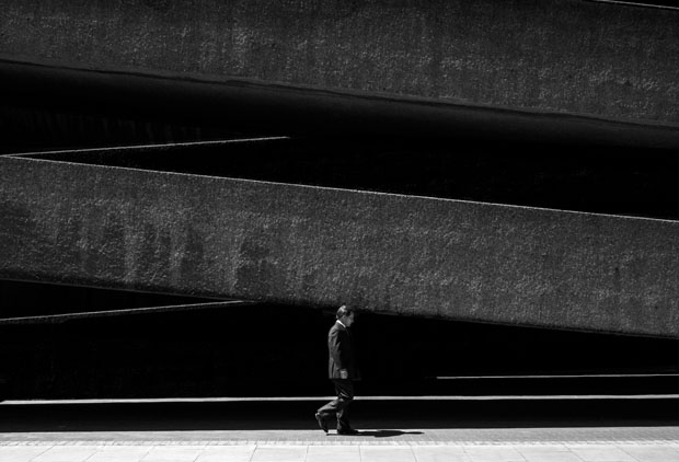 Photographer Uses Light and Shadows to Frame Human Forms in the City manonearth 15