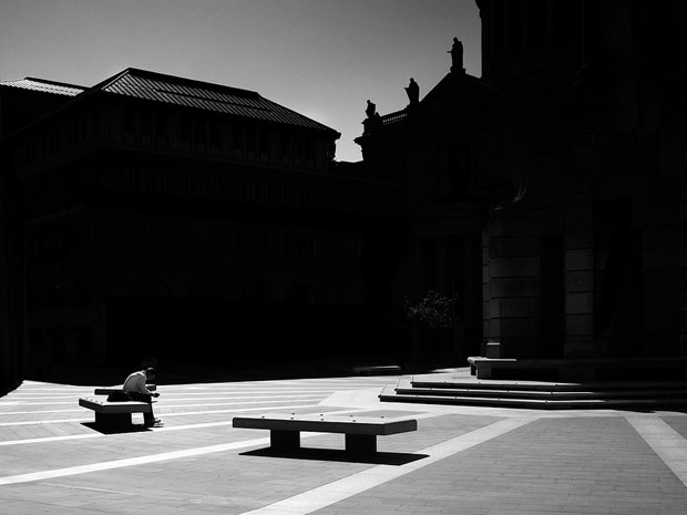 Photographer Uses Light and Shadows to Frame Human Forms in the City manonearth 7